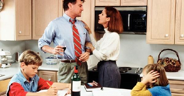 Родители-алкоголики: что делать ребёнку в неблагополучной семье