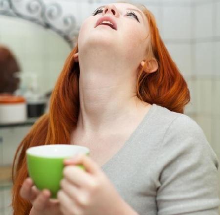 Почему болит горло после вина thumbnail